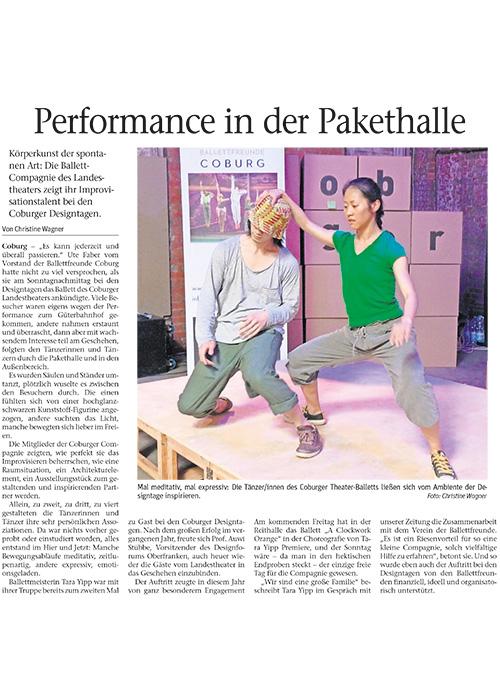 NeuePresse-Performance-in-der-Pakethalle